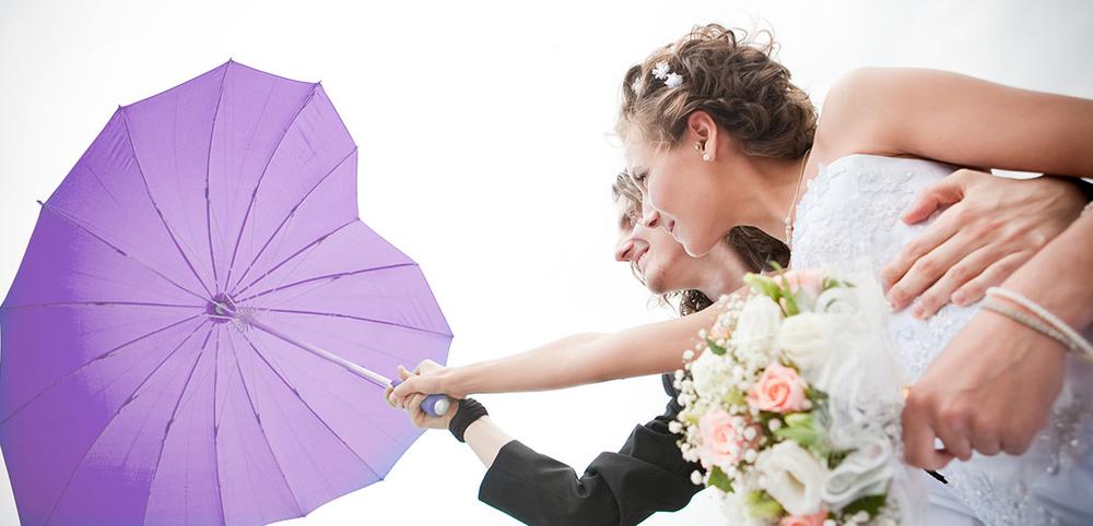 Hartparaplu op trouwfoto